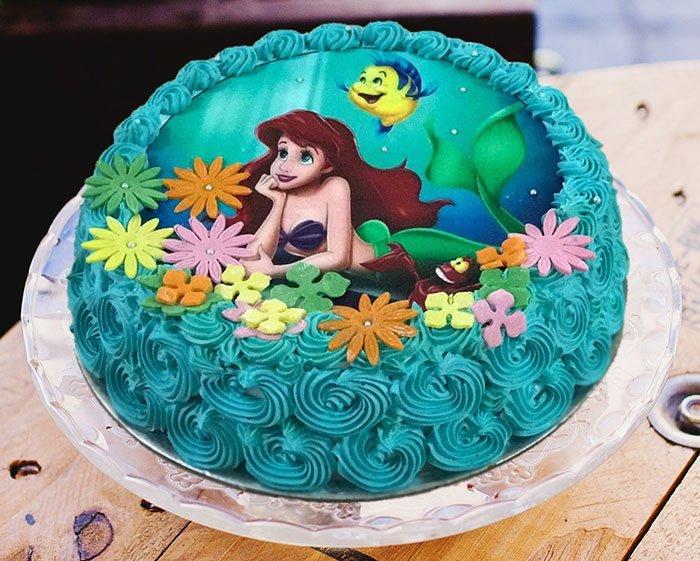 gâteau d'anniversaire de dessin animé