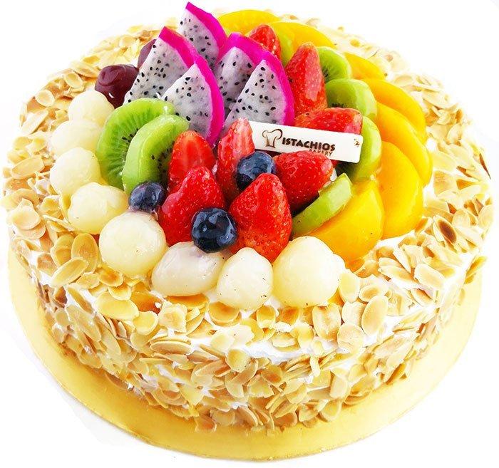 gâteau d'anniversaire aux fruits