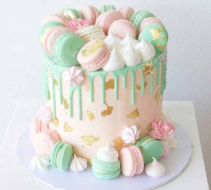 Gâteau d'anniversaire macarons