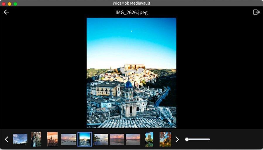Slideshow Interface MediaVault
